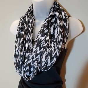 Women's Patterned Infinity Scarf